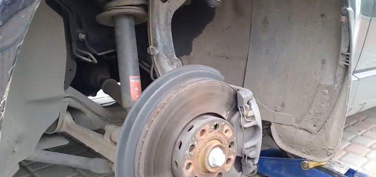 Заміна наконечника поперечної рульової тяги MAXGEAR 69-0048 на Volkswagen Passat B5 (відео)