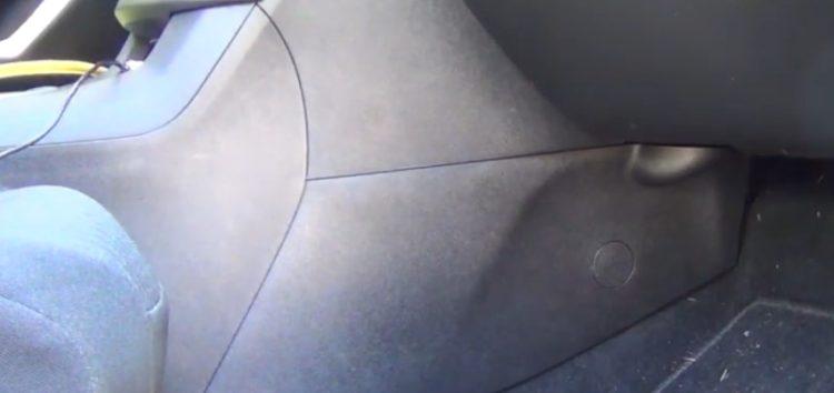Заміна фільтра салону Purflux AHC425-2 на Peugeot 308 SW (відео)