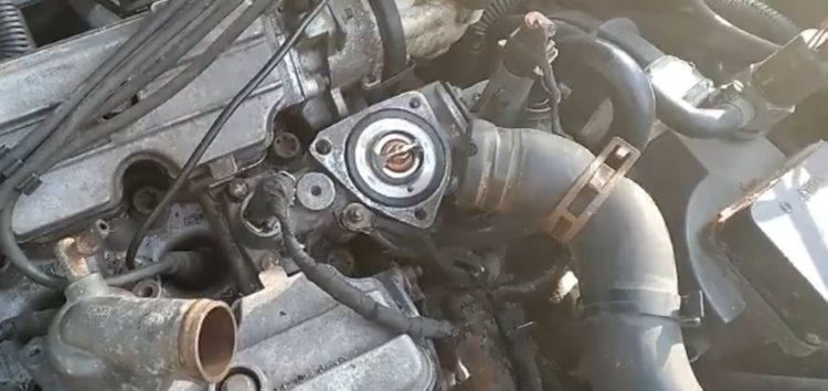 Заміна термостату MAGNETI MARELLI 352317000390 на FIAT CROMA (відео)