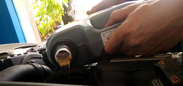 Заміна моторної оливи LIQUI MOLY 7501 на Skoda Oсtavia A5 (відео)