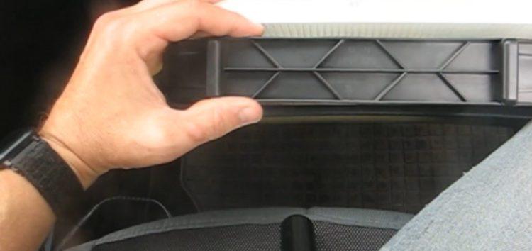 Заміна фільтра салона WIX WP 9302 на KIA Carens (відео)