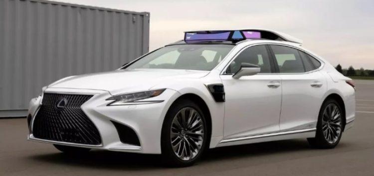 Toyota виведе на вулиці безпілотний Lexus