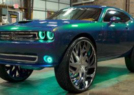 Dodge Challenger з 34-дюймовими колесами в драгу (відео)