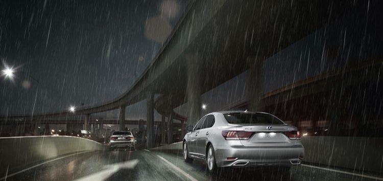 Правила водіння під час дощу