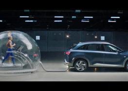 """Біг у """"вихлопах"""" машини (відео)"""