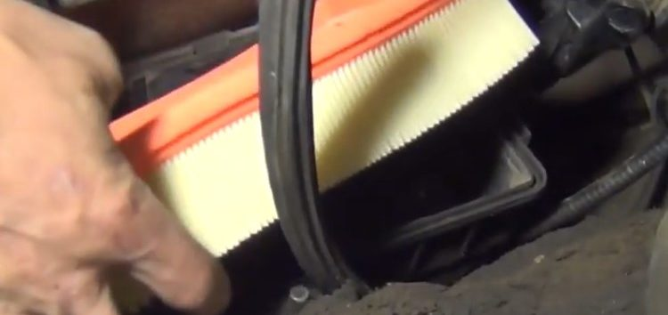 Заміна повітряного фільтра Rider RD 1340WA6226 на FORD TRANSIT (відео)