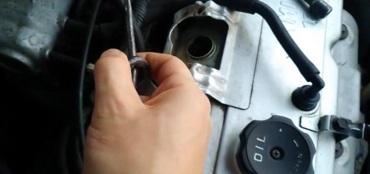 Заміна свічок запалювання BRISK DR15YCY-1 на Mitsubishi Carisma (відео)