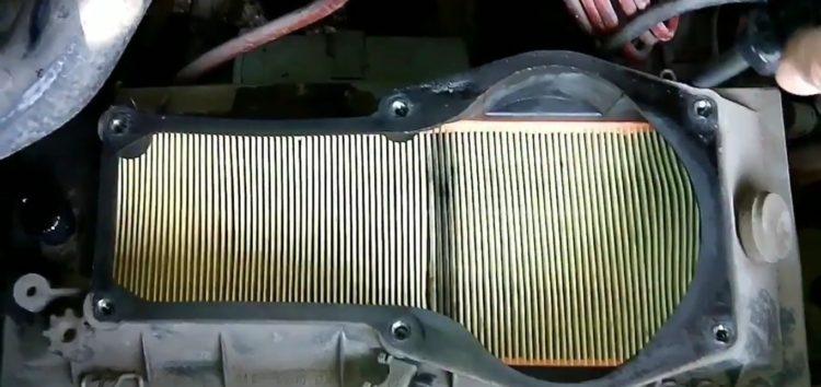 Заміна повітряного фільтра JC PREMIUM B2W003PR на Ford Escort (відео)