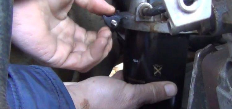 Заміна паливного фільтра MEYLE 714 323 0000 на Ford Transit (відео)