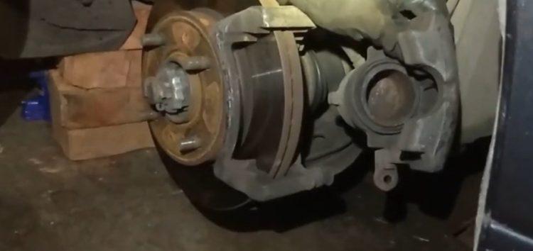 Заміна гальмівних колодок NISSAN 41060-BM425 на Nissan Primera P10 (відео)