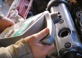 Заміна фільтра масляного Bosch 0 451 103 318 на Skoda Felicia