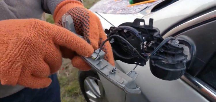 Заміна ліхтаря покажчика повороту DIAMOND/DPA 89490234702 на Volkswagen Passat B6 (відео)