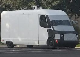 Прототип фургона Rivian для Amazon помітили на тестах