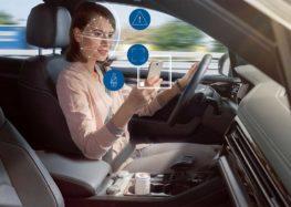 Bosch предлагает бороться со смартфонами за рулем