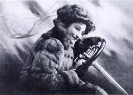 Гонки та дзеркало: Дороті Левітт