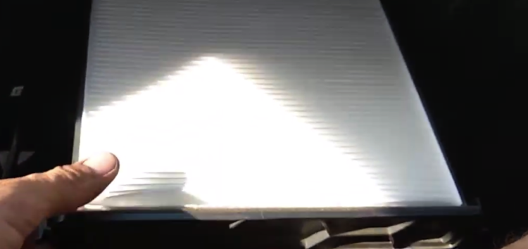 Заміна фільтра салону DENCKERMANN M110730 на Honda Civic (відео)