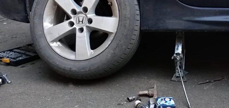 Заміна гальмівних дисків TRW DF4837 на Honda Civic (відео)