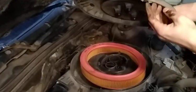 Заміна повітряного фільтра MANN-FILTER c 2953/1 на Ford Scorpio (відео)