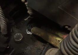 Заміна вимикача світла заднього ходу SWAG 30 92 1758 на Chery Amulet (відео)
