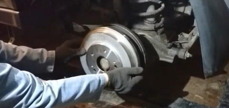 Заміна гальмівних барабанів Brembo 14 7739 10 на Honda HR-V (відео)