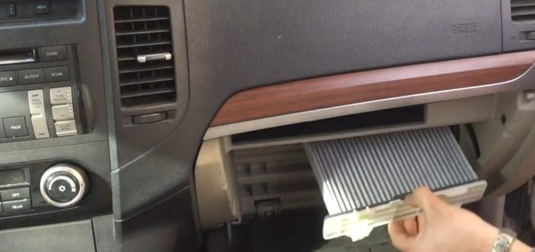 Заміна фільтра салону Blue Print ADC42514 на Mitsubishi Pajero Wagon (відео)