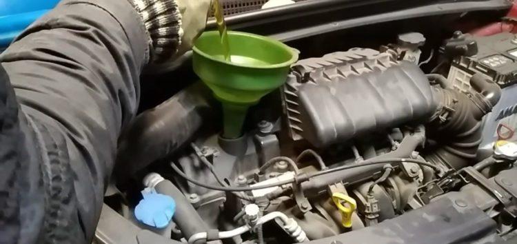 Заміна моторної оливи Shell HELIX HX7 PRO AV 5W 30 4L на Hyundai i10