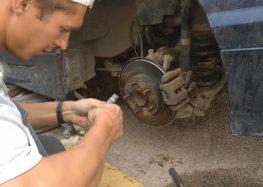 Заміна ремкомплекту гальмівного супорта FRENKIT 234024 на Honda Civic (відео)