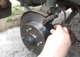 Заміна гальмівних колодок Q fix Q093 0877 на Nissan Primera P10 (відео)