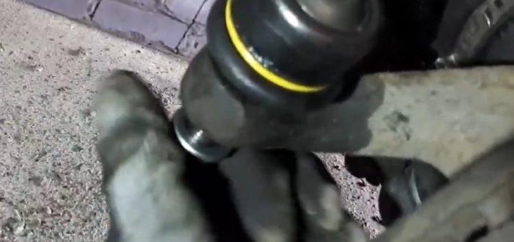 Заміна наконечника рульової тяги Moog VO-ES-7106 на Volkswagen Golf II (відео)