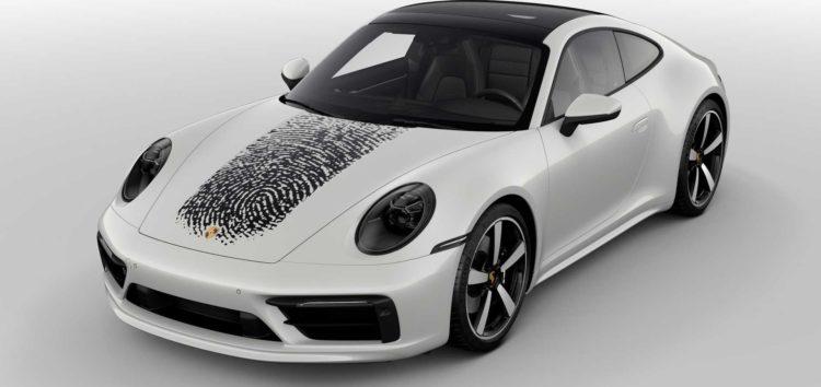 Porsche нанесе на капот ваш відбиток