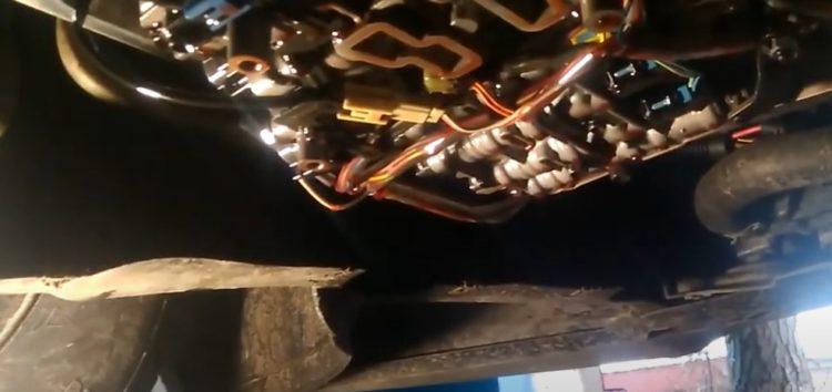 Заміна трансмісійної оливи Toyota 08886 02305 на Volkswagen Passat B7 (відео)