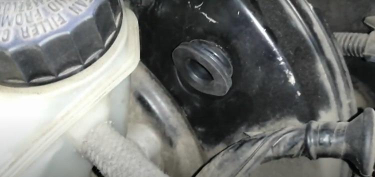 Заміна прокладки вакуумного насоса Ate 03.7718-7203.1 на BMW 320d (відео)