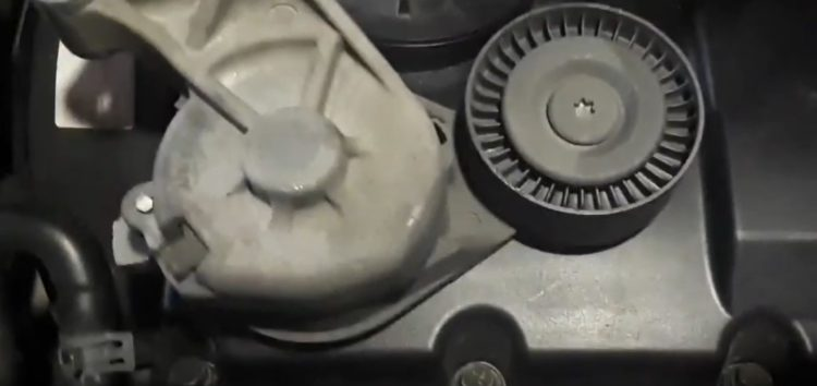 Заміна ролика ременя поліклинового GMB GTA0040 на Volkswagen GOLF IV (відео)