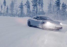 Как дрифтует Porsche Taycan на трассе в Лапландии (видео)
