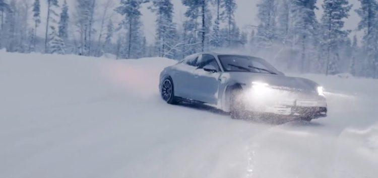 Як дріфтує Porsche Taycan на трасі в Лапландії (відео)