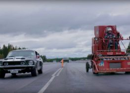 Перегони між Mustang Shelby GT350 і комбайном (відео)