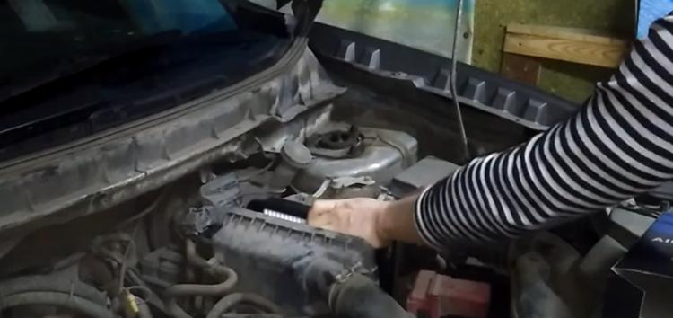 Заміна повітряного фільтра Champion caf100881p на Mitsubishi ASX (відео)