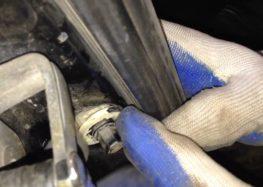 Заміна вимикача Topran 104035 на Volkswagen Golf III (відео)