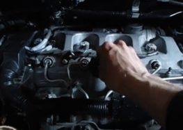 Заміна моторної оливи Toyota ENGINE OIL 5W-30 на Toyota Corolla Verso (відео)