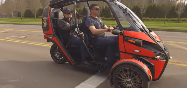 Пожежники в США використовують трьохколісний електрокар (відео)