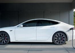 Машини Tesla зможуть віддавати енергію