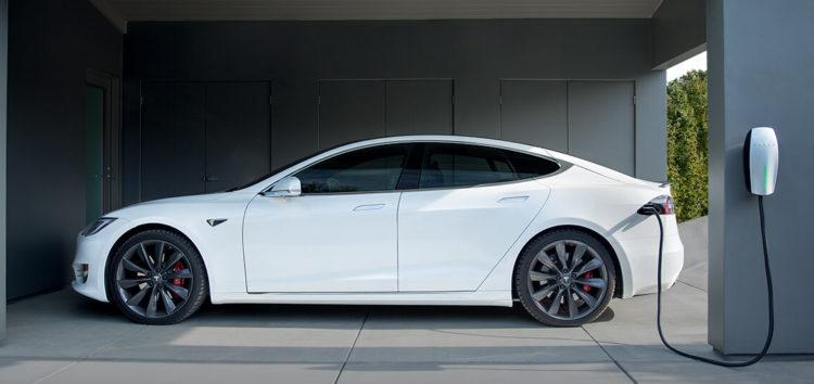 Машины Tesla смогут отдавать энергию