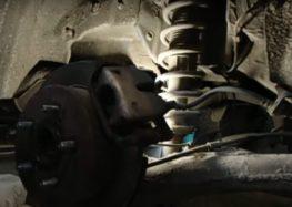 Заміна опорних пластин гальмівних колодок Textar 82054300 на Toyota Corolla Verso (відео)