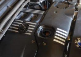 Заміна моторної оливи Total 148650 на BMW 320d 2.0 (відео)