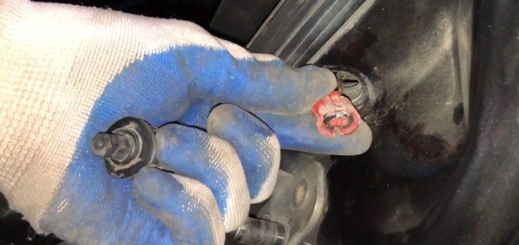 Заміна датчика двері Vika 99470050701 на VW Golf 3 1994 (відео)