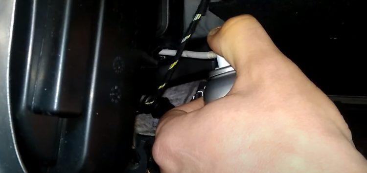 Чищення кондиціонера очищувачем Step Up SP5152 на Volkswagen Passat B7 (відео)
