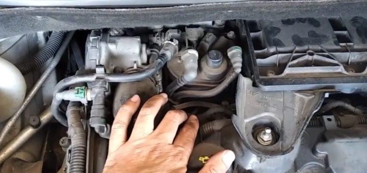 Заміна фільтра паливного Purflux CS762 на Citroen C3 Picasso (відео)