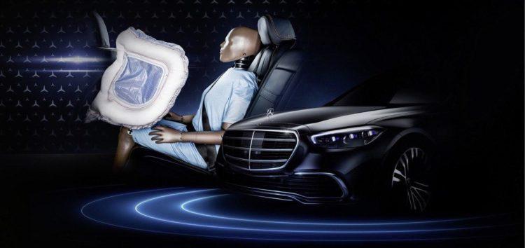 Mercedes показав подушки безпеки для заднього ряду