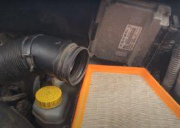 Заміна фільтра повітряного Ufi 30.132.00 на Skoda Fabia 1.2 (відео)
