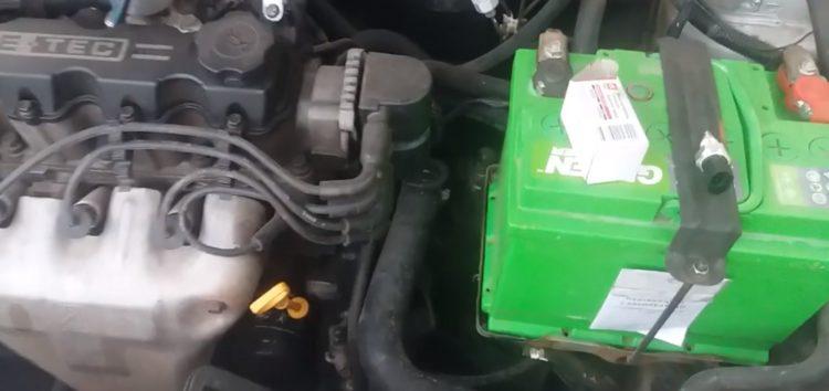 Заміна датчика включення заднього ходу DK 90245033 на Daewoo Lanos 1.5 (відео)